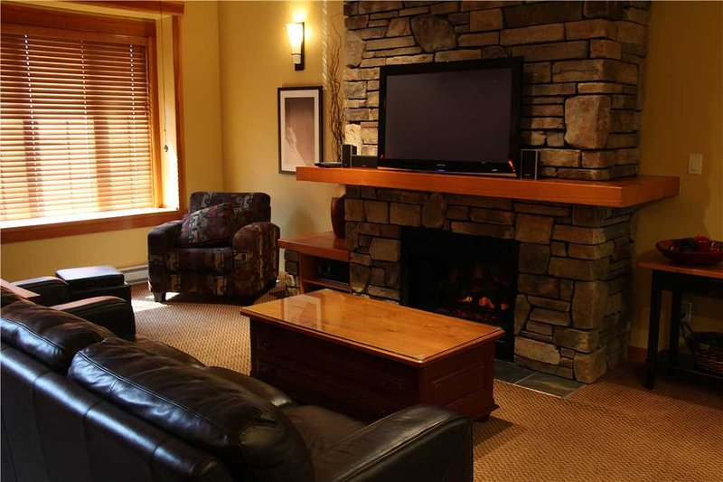 Pinnacle Ridge Chalet 47-104, holiday rental in Fernie
