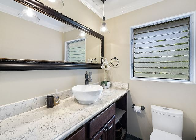 Upstairs bathroom with high end finishes!