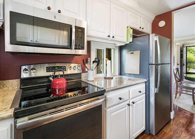Recently remodeled kitchen with stainless appliances!