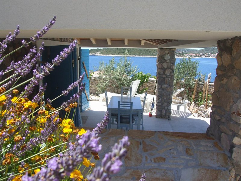Small Stone 1BR House, Beach, Relax, SEVID, Peace, Chilli :-), vacation rental in Sevid