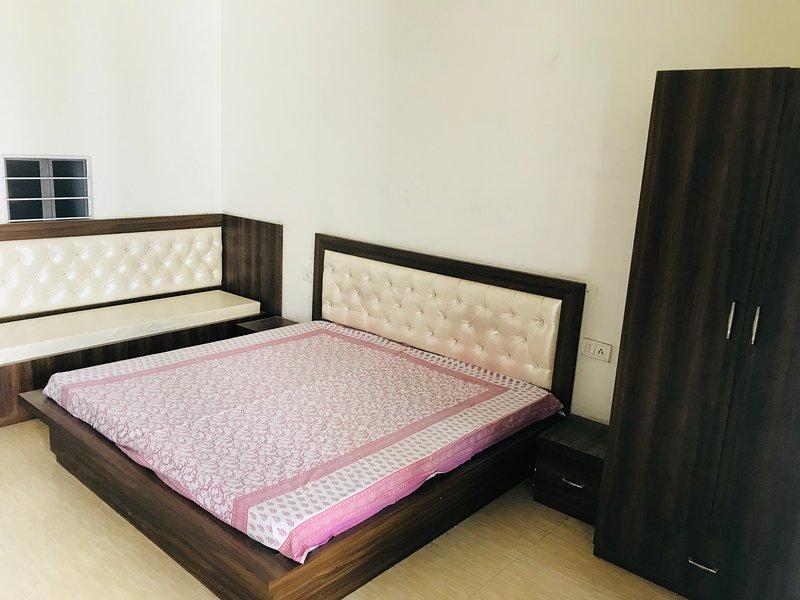 PRAGATI ELITE - a luxury PG for girls - Bedroom 1, holiday rental in Amer