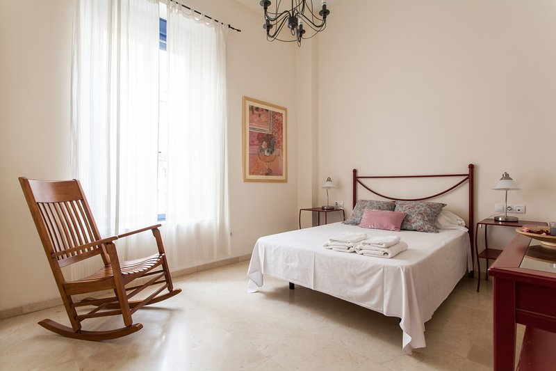 Sevilla Alquila Amplio Duplex en Triana - Castilla C, holiday rental in Olivares