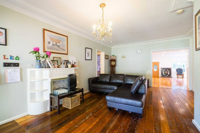 Charming Authors Blue Mountains cottage. 100 years old with mod cons. 4 bedrooms, holiday rental in Kurrajong