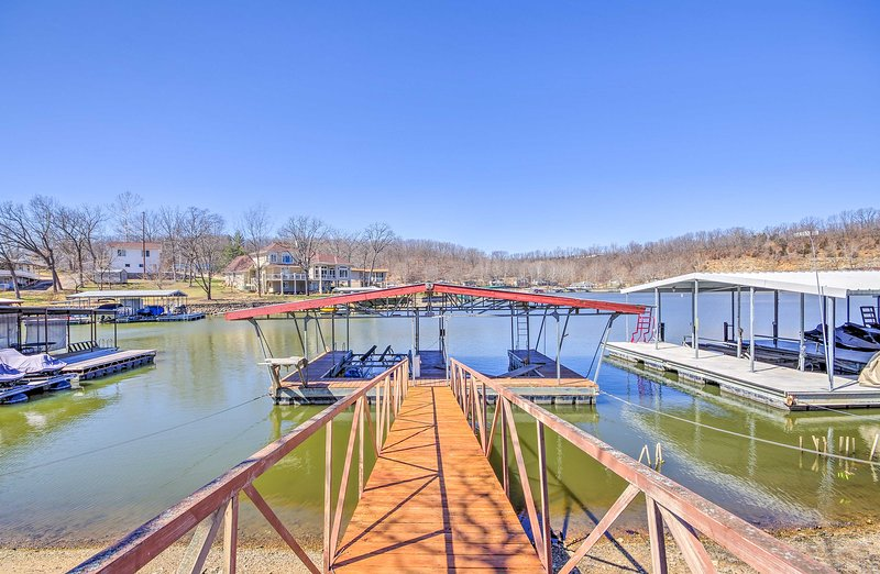 Waterfront Lake of the Ozarks Cabin w/ Boat Dock!, vacation rental in Camdenton