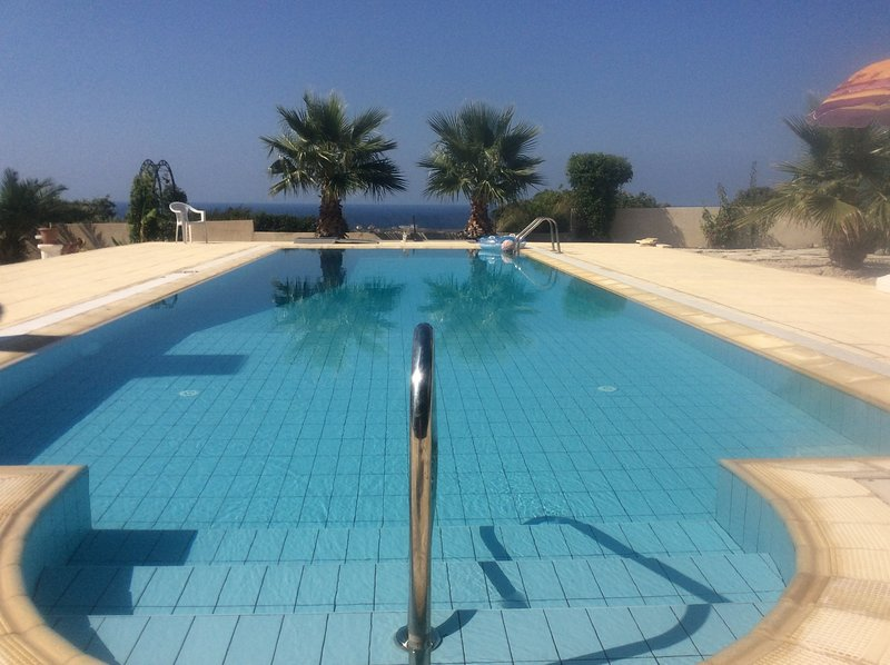 Detached Apartment with fantastic panoramic views of the sea and mountains ., holiday rental in Kormakitis