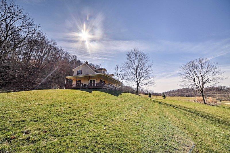 Una escapada de país aguarda 6 invitados en esta casa de vacaciones Sarahsville.