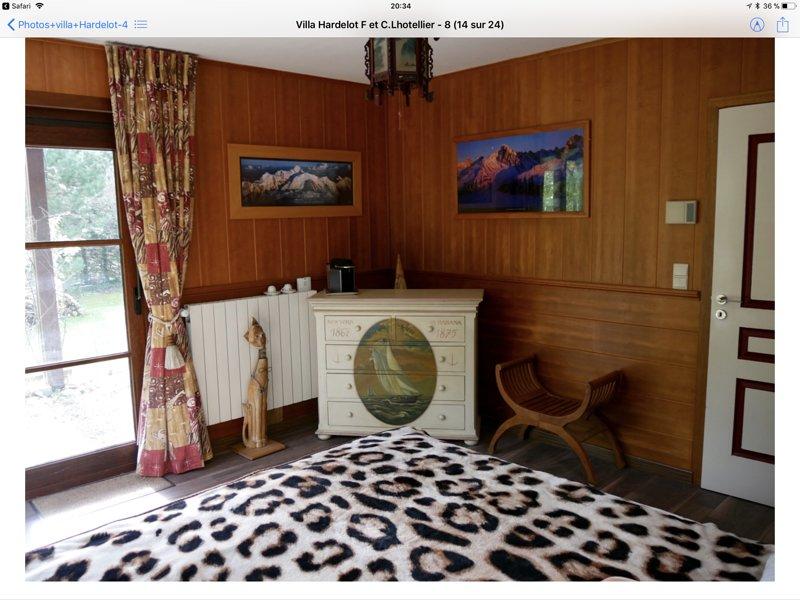 Bedroom 1 en suite with adjoining bathroom