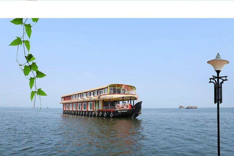 beachparadise 8bedroom houseboat with all meals, aluguéis de temporada em Kuttanad