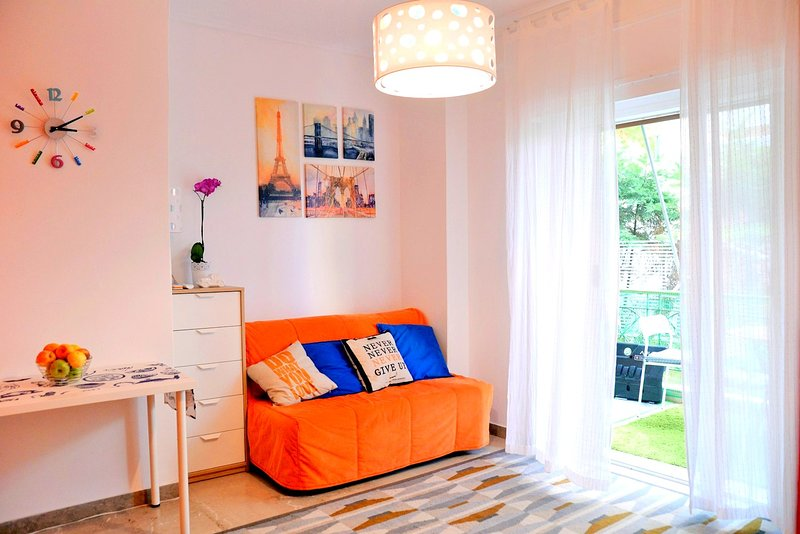 Lifestyle colorful family apartment, vacation rental in Varkiza