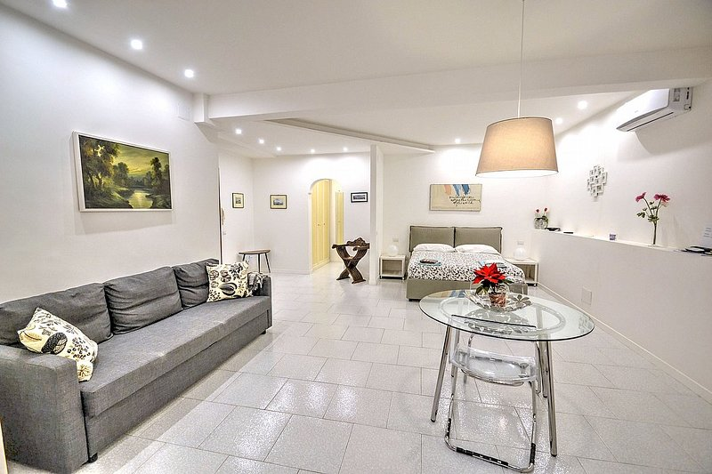 Suite Fior di Luna B, holiday rental in Fuorigrotta
