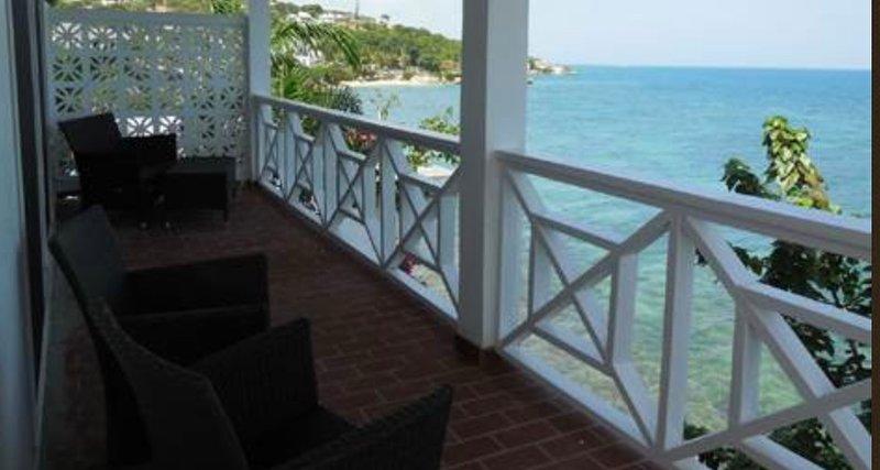 A Terrace on the Sea, Ferienwohnung in St. John's