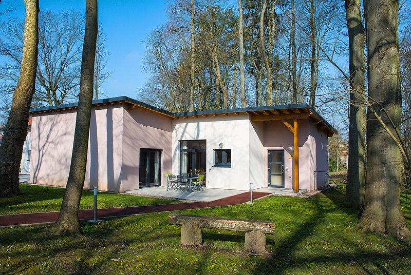 Ferienhaus 'Le Bois de Robin', barrierefrei, Sarreguemines, holiday rental in Mandelbachtal