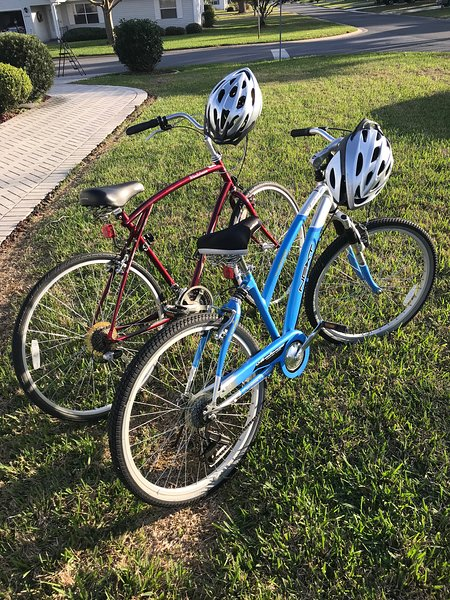 His/Hers Bikes w/ helmets & locks. Take a ride to the Square or the pool, only 1/2 mile away!