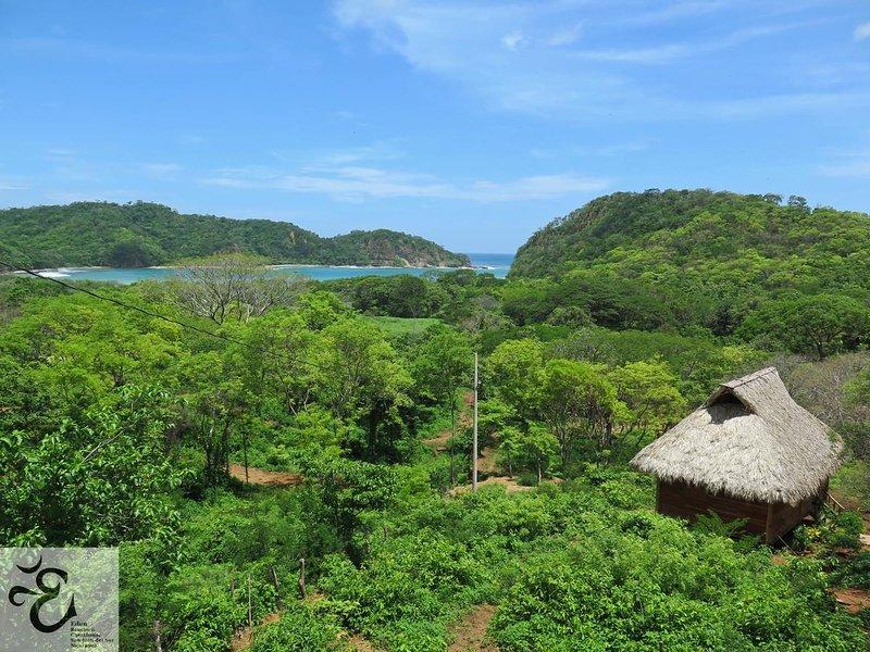 Eden on the Chocolata 5 - Wooden local nature cabana near town, location de vacances à Rivas
