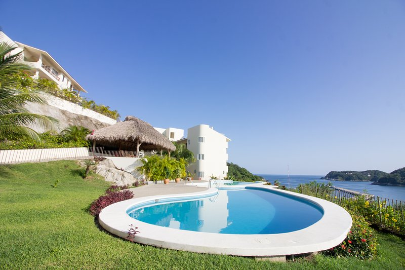 53322 - Oceanfront Luxury in Paradise, holiday rental in Crucecita