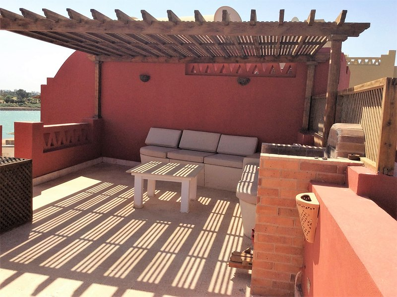 BBQ and seating area at roof terrace