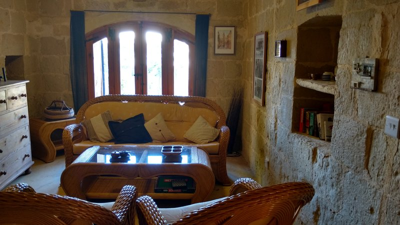 300 yo rustic 4 bedroom farmhouse with private pool, vacation rental in Ghasri