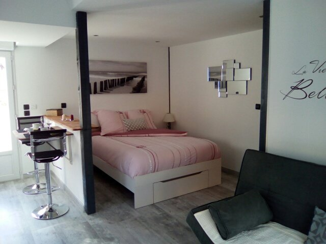 CHAMBRE BORD DE MER UPDATED 2018: 1 Bedroom Private Room in Ver-sur ...