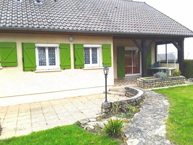 Villa dans terrain classée 4 étoiles vichy, vacation rental in Billy
