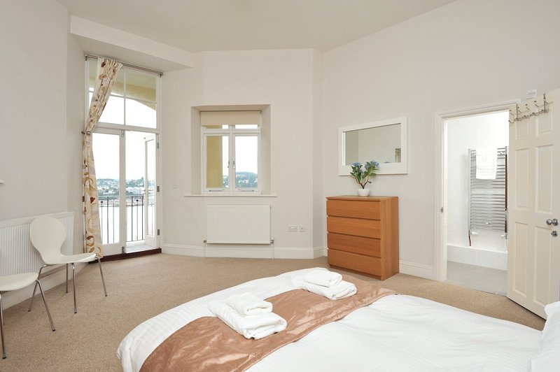 Apartment No 14 Astor House - Premier spacious two bed apartment with south faci, vacation rental in Torquay