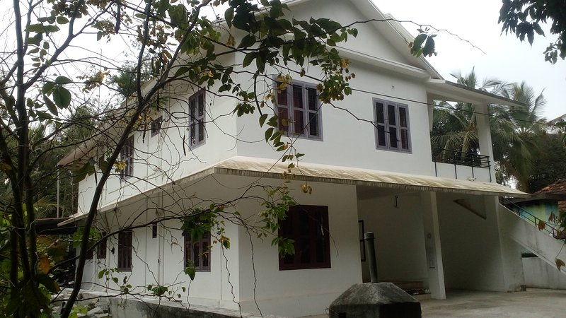 SREEVALSAM B&B - Bedroom 2, holiday rental in Muthanga