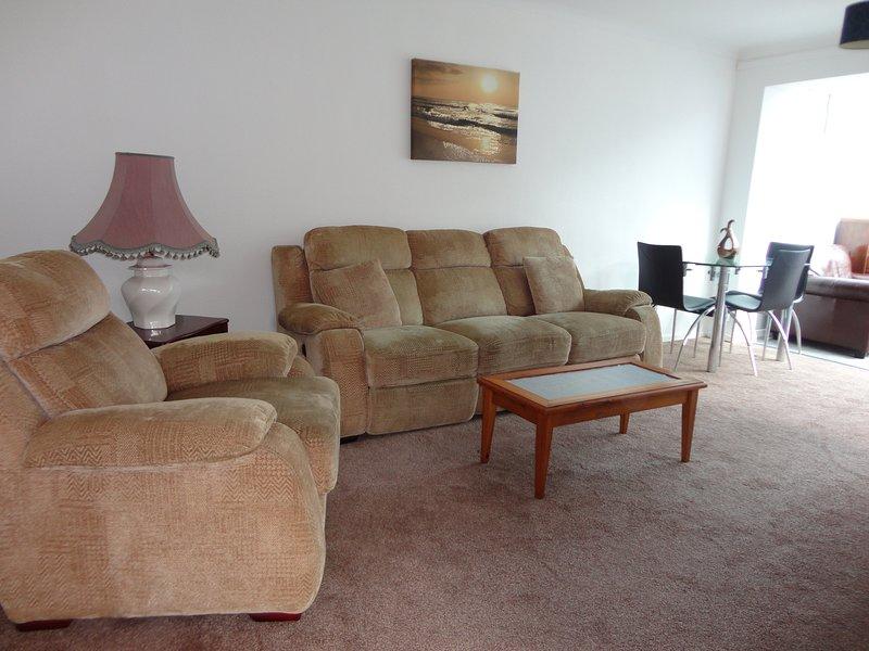 2 bedroom bungalow in the heart of warwick, holiday rental in Warwick