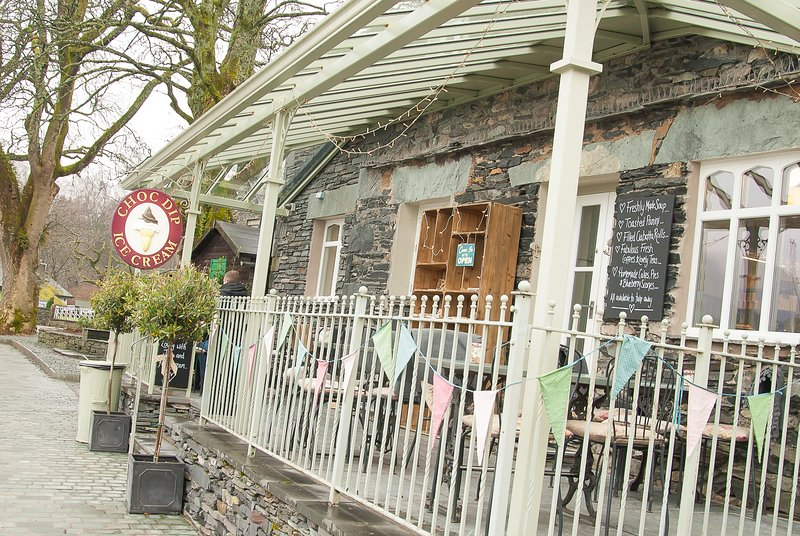 Cafes and Hotels at Waterhead - boats leave from here