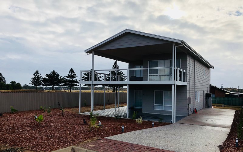 Normanville Beach House 5 Bedroom, holiday rental in Normanville