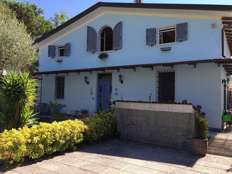 Azzurra, holiday rental in Avenza