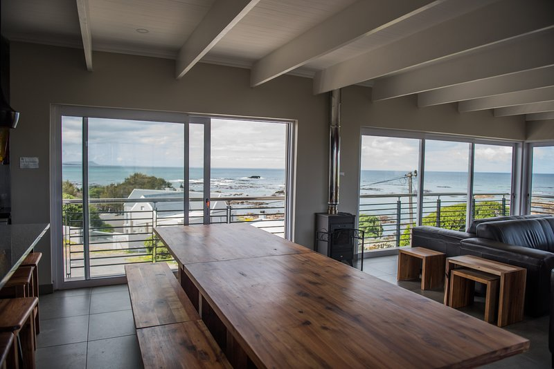 VillaVue: Superb sea views; Shark & Whale watching, casa vacanza a Overberg District