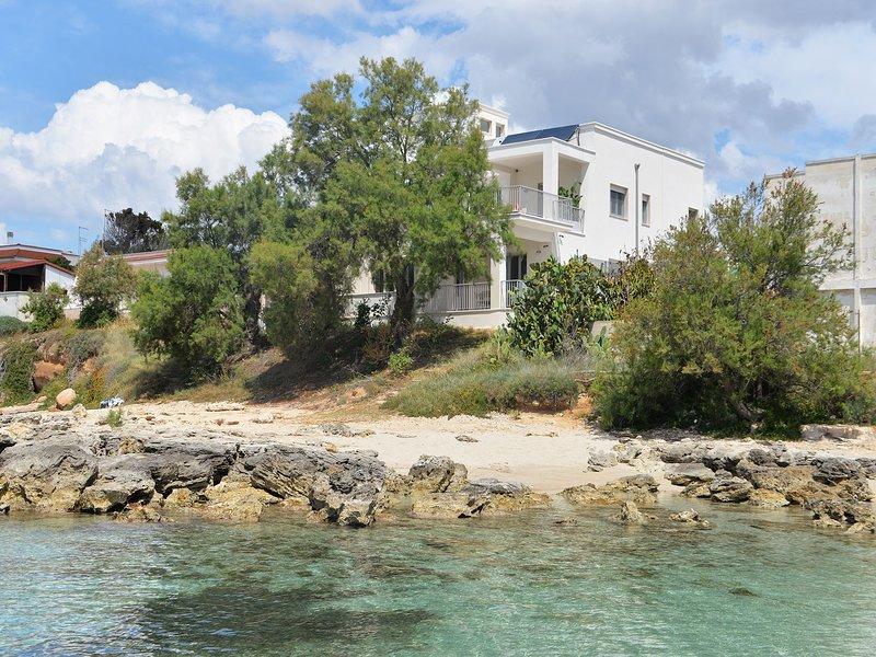 Beach Villa Puglia - Beach Villa 6 bedroom 5 bathroom stylish luxury accommodati, holiday rental in Marina di Pulsano