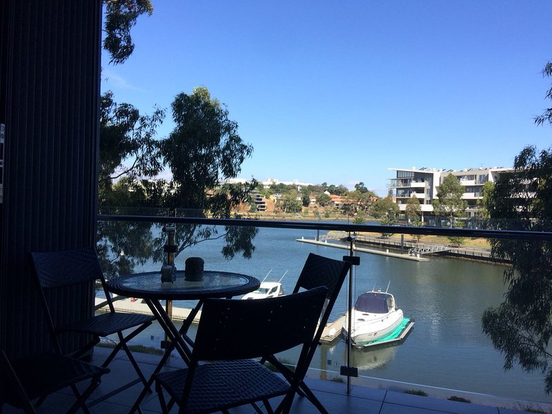 Marina View Apartment on the Maribyrnong River, casa vacanza a Tullamarine