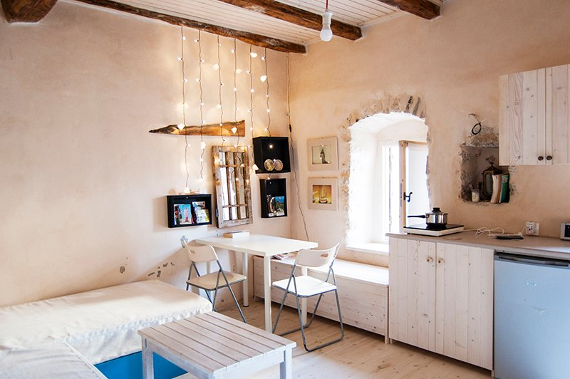 cute apartment for two in the castle, vacation rental in Himare