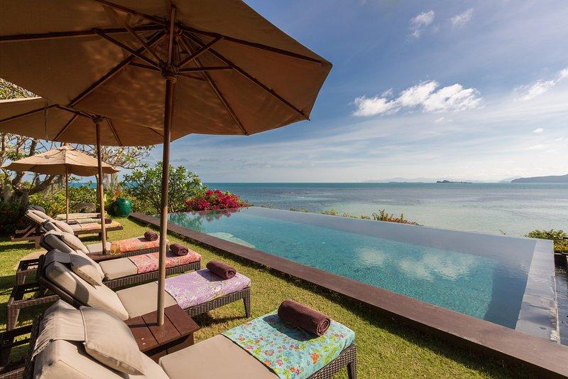 Samudra 5BR Beachfront w. Sunset & Chef, vacation rental in Laem Set