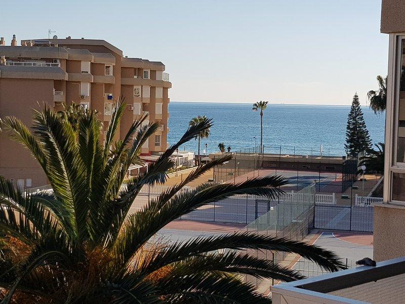 Apartamento primera línea de playa, vacation rental in Torrox