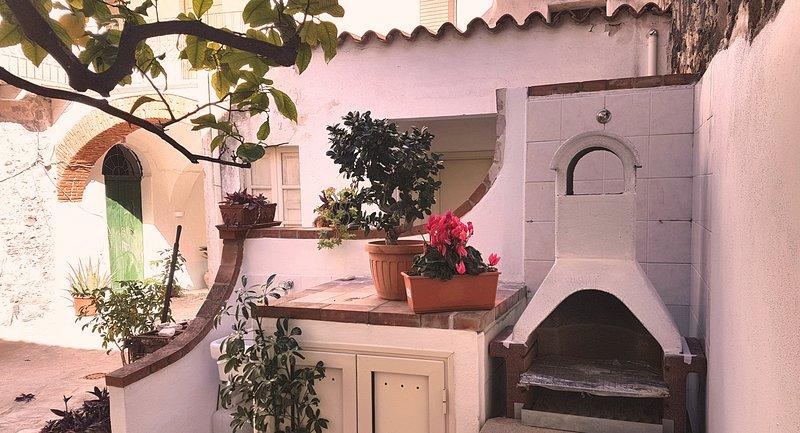 Arcada I_Appartamento in centro storico, holiday rental in Galtelli