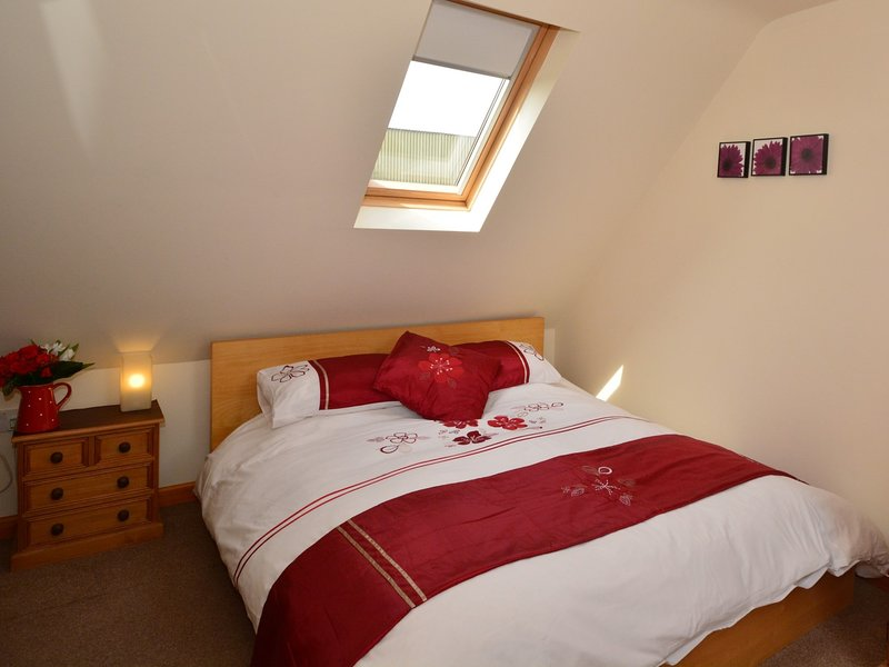 Bedroom with additional single bed
