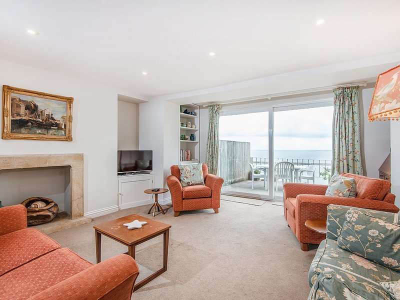 Lounge with uninterrupted views of the bay