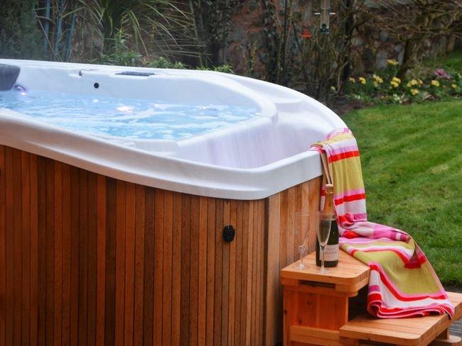 Veiw towards the infinity spa hot tub