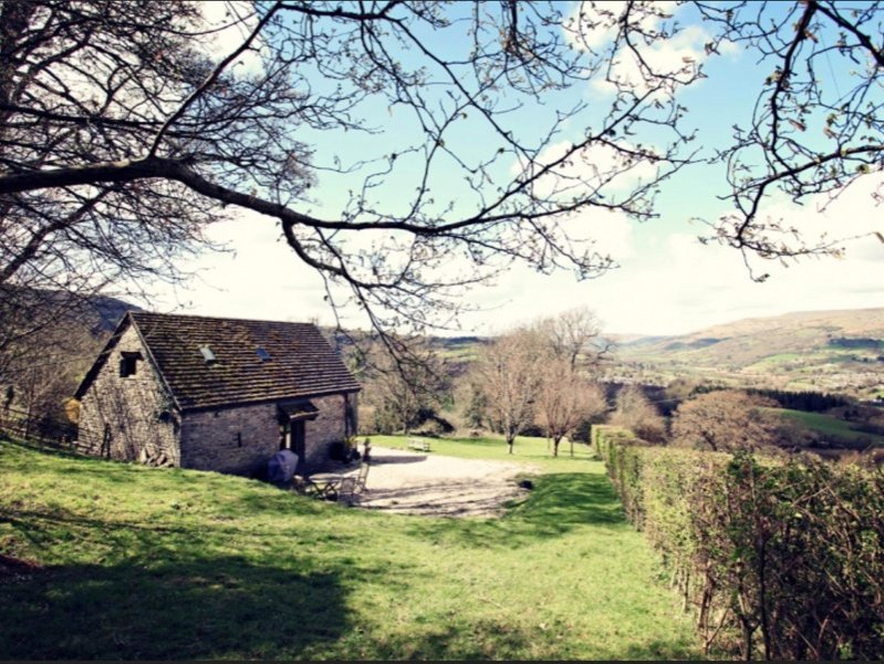 Detached barn with beautiful views