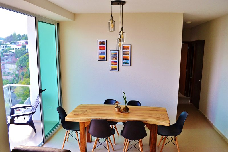 Brand New Modern & Cozy Apt with the Whole City View!, holiday rental in San Salvador Department