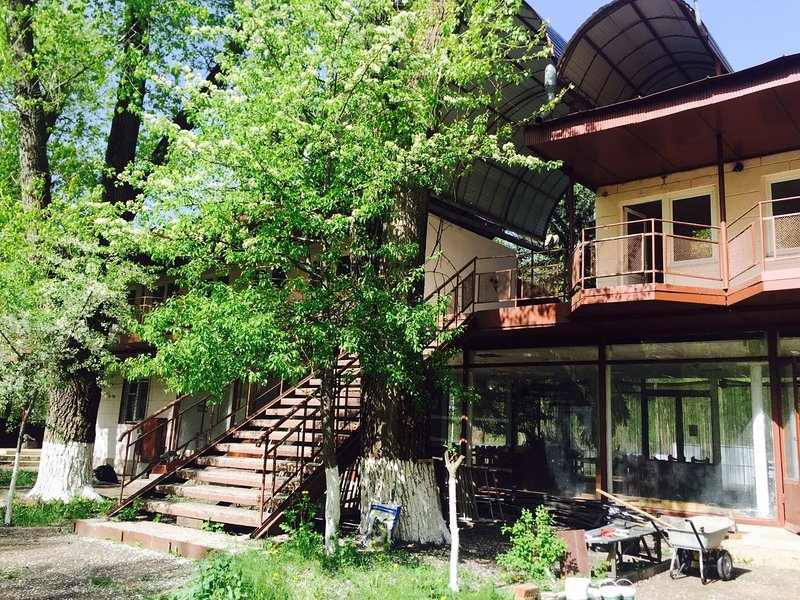 Holiday Village 'Emerald' double bed, vacation rental in Rostov-on-Don
