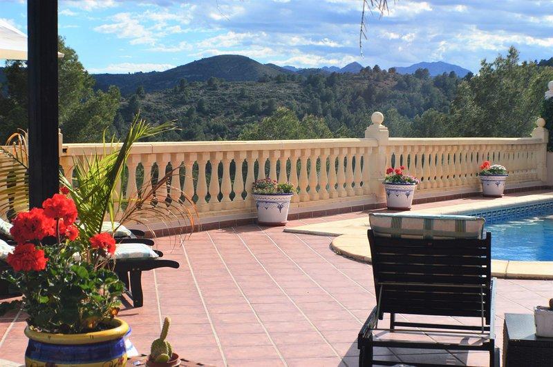 Nuevo para el 2018! moderna villa de lujo con excelente orientación sur vistas abiertas. Cerca de Javea y Denia.