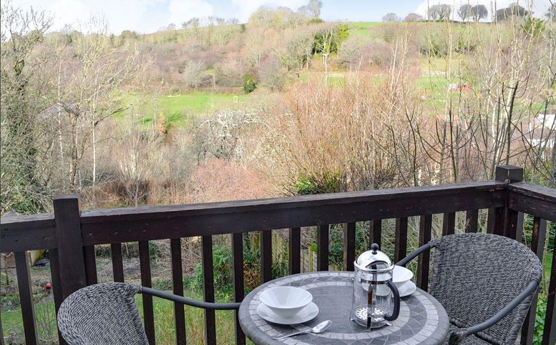 Dog Friendly. Luxury family friendly house with Hot Tub in Devon Village, vacation rental in Bovey Tracey
