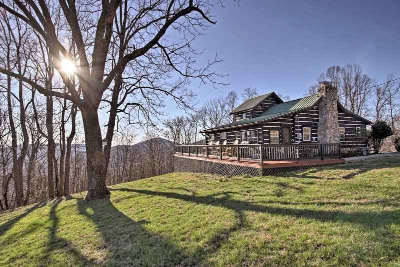 This vacation rental cabin is situated on a large plot of land.