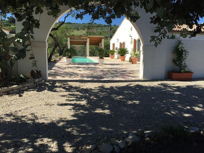 Villa Angiolina, Molise - Yellow Room, location de vacances à Guglionesi