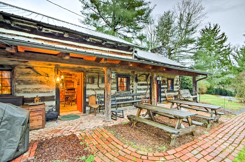 Rustic 3BR Cabin - Steps From E&H College!, holiday rental in Glade Spring