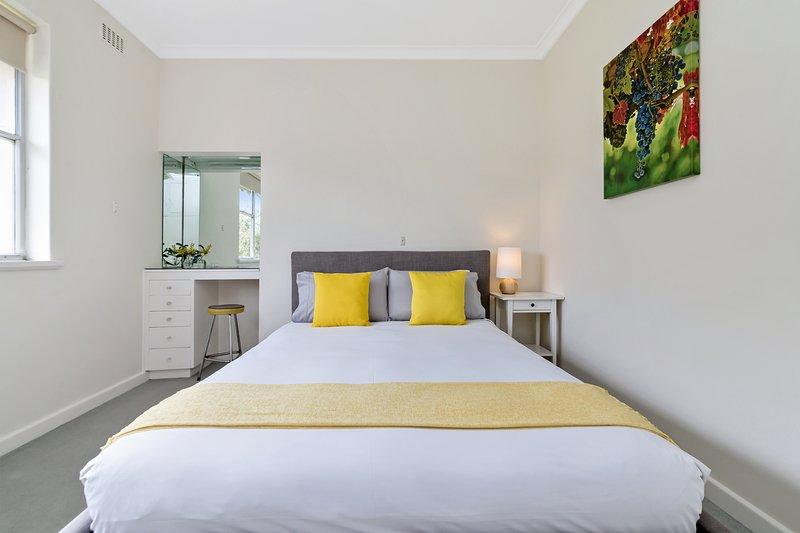 Habitaciones con cama de matrimonio y sábanas de lujo.
