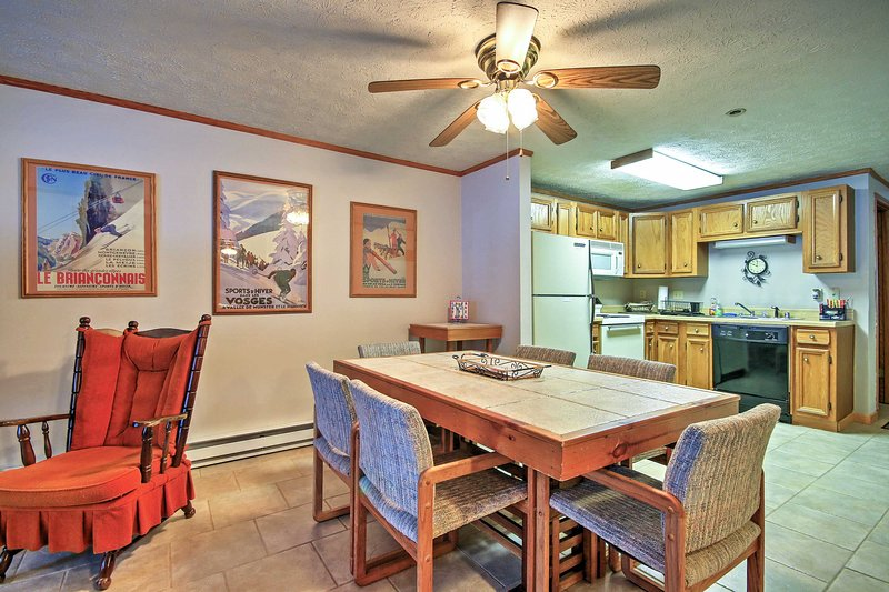 This spacious condo comfortably sleeps 6 and is filled with rustic charm!