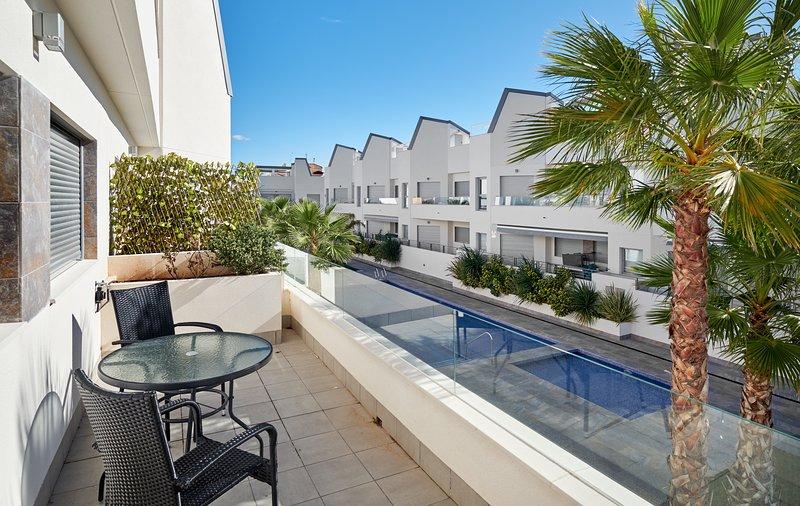 Orange Holiday Housing - Villa Amalia-4, vacation rental in Torrevieja